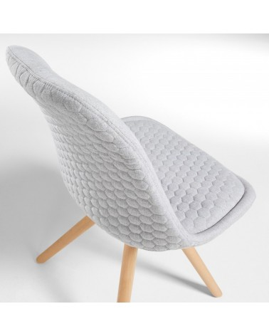 C632JQ14 LARS Chair natural wood quilted fabric light grey